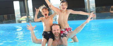 http://img.blogs.es/ennaranja/wp-content/uploads/2015/07/piscina-390x160.jpg