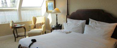 http://img.blogs.es/ennaranja/wp-content/uploads/2015/08/habitación-de-hotel-390x160.jpg