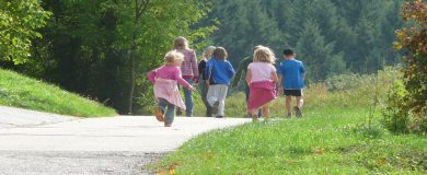 http://img.blogs.es/ennaranja/wp-content/uploads/2015/08/viajar-con-niños-390x160.jpg