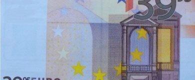 http://img.blogs.es/ennaranja/wp-content/uploads/2016/07/billetes-falsos-euro-39-390x160.jpg