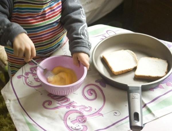 Cocinando con beb s una actividad divertida en familia for Cocinando 1000 huevos