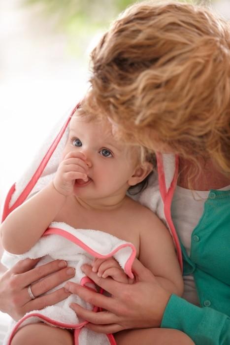 inocente masaje pequeña mama