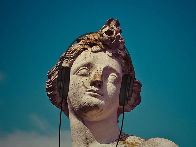 poscast-estatua