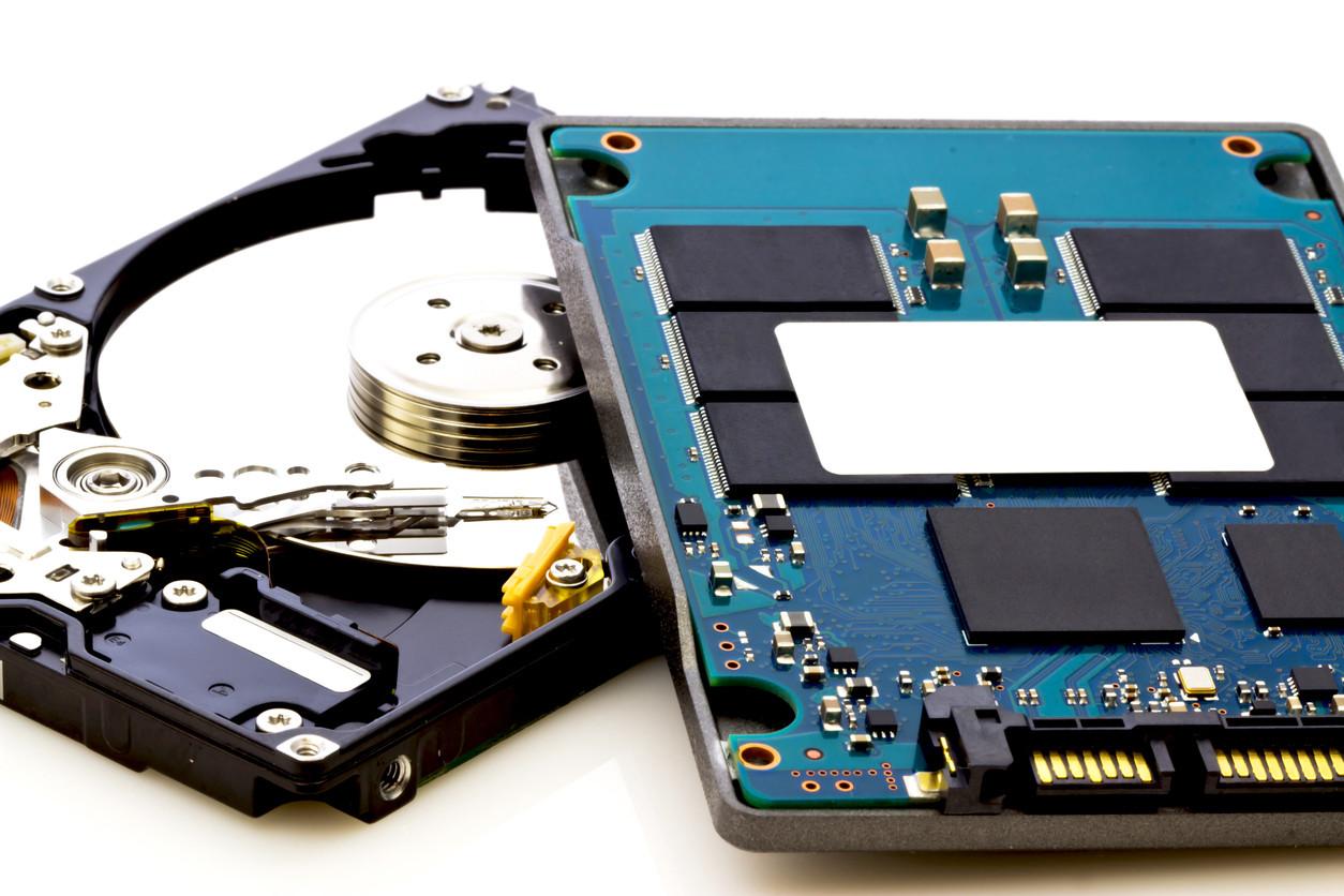 ¿Cómo funciona un disco SSD?