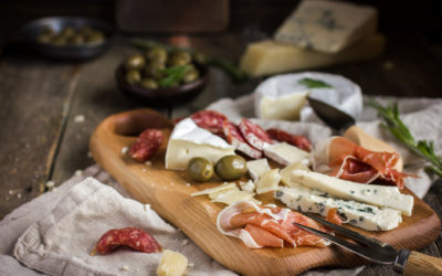 Cinco formas de presentar una tabla de quesos y embutidos con su maridaje