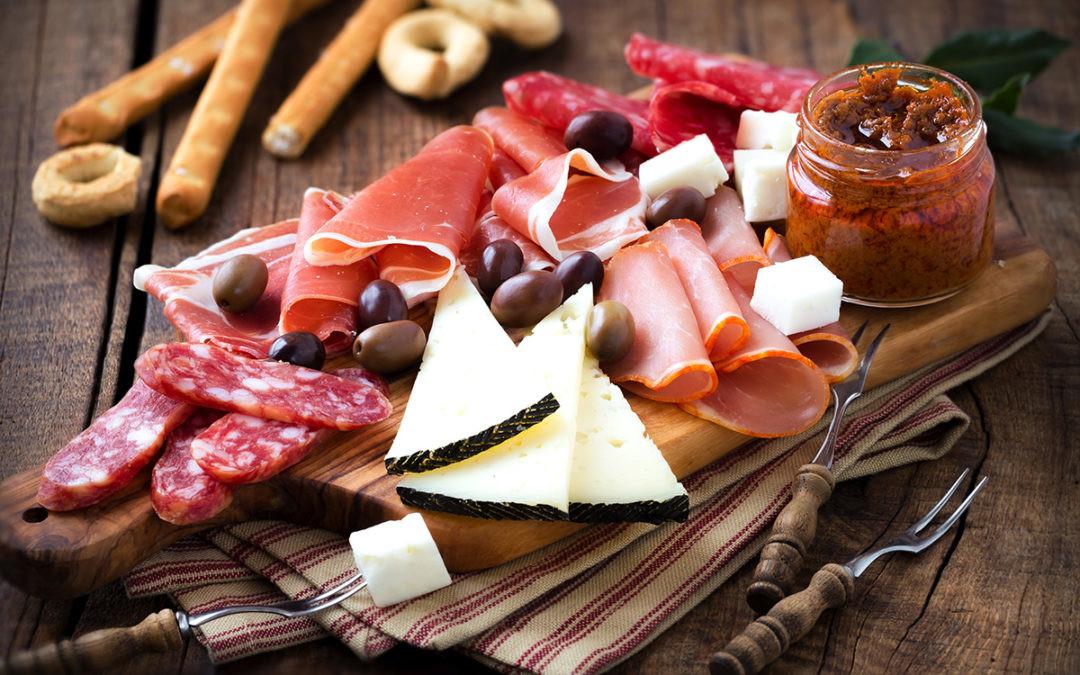 Cómo preparar y maridar una tabla de quesos y embutidos con lo mejor de nuestra tierra