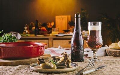 Costillas de cerdo asadas con cerveza: cuando el tiempo hace su magia en el horno