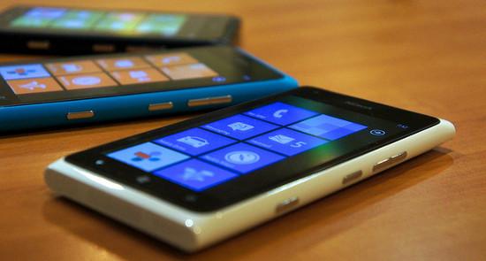 Cómo jugar con nuestro smartphone o tablet en el televisor del salón: conexión y mandos para Windows Phone