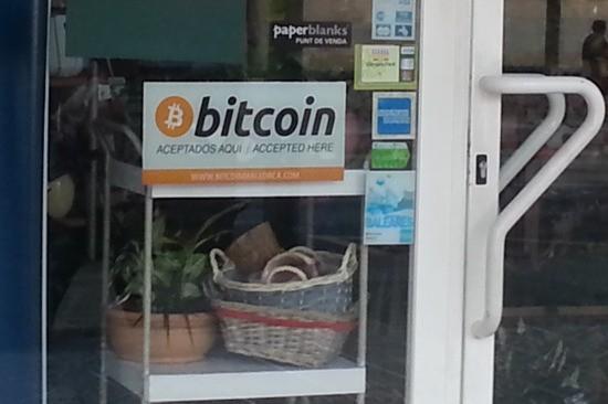 Cartel de aviso de aceptar Bitcoins