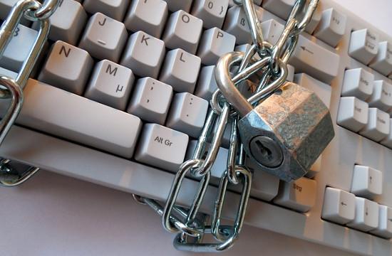 gestoras contraseñas, teclado con un candado