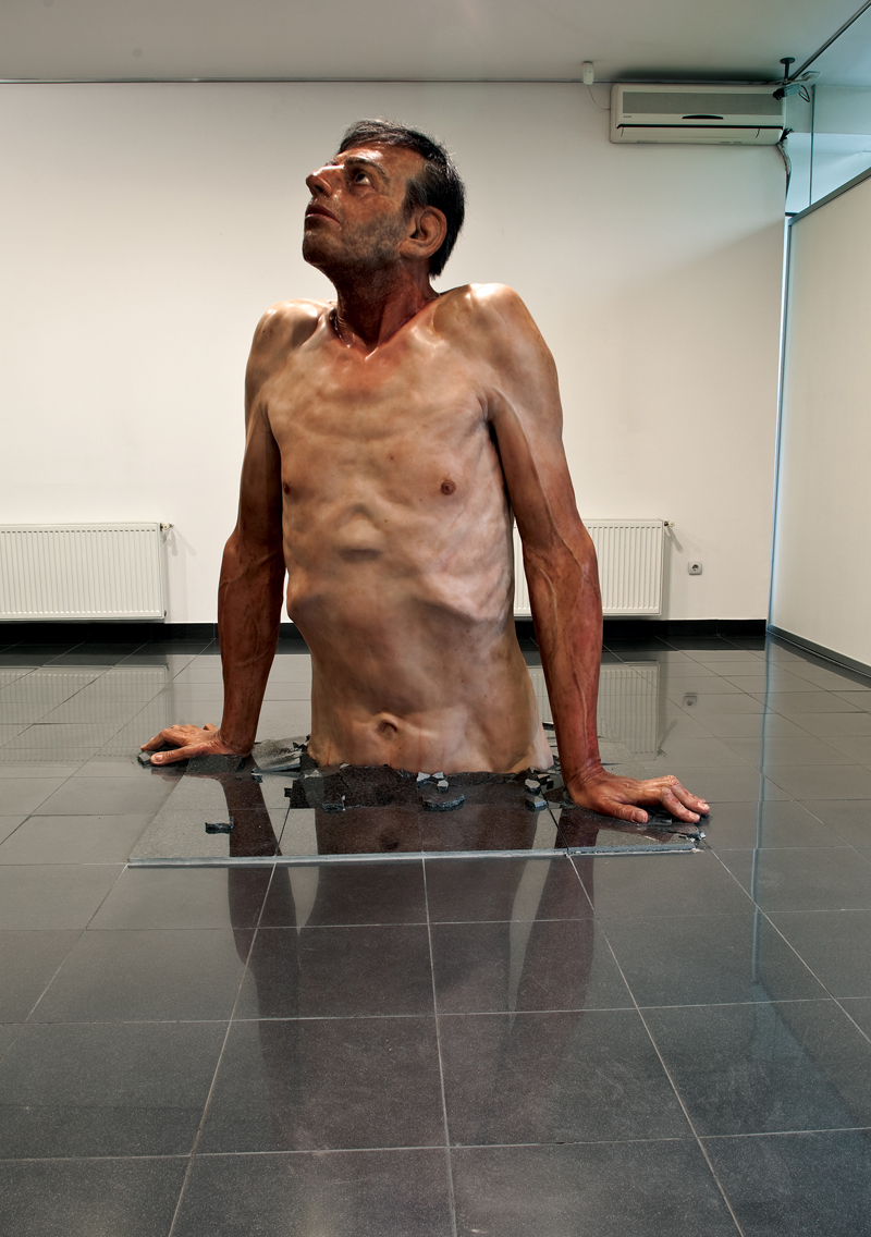 Zharko Basheski (Prilep, Macedonia, 1957). Ordinary Man (Hombre corriente). 2009-2010. Poliéster, resina, fibra de vidrio, silicona y pelo.