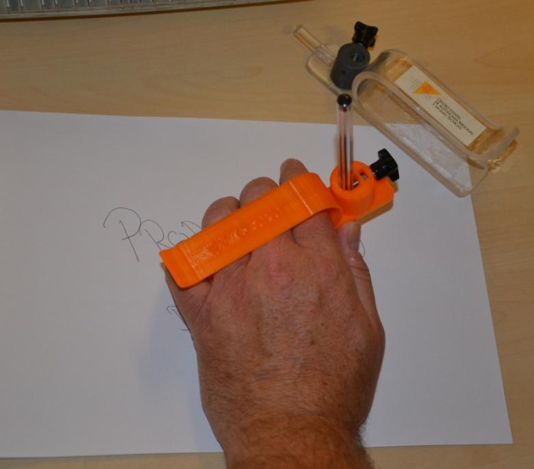 Asidero 3D para boligrafos en el CEAPAT