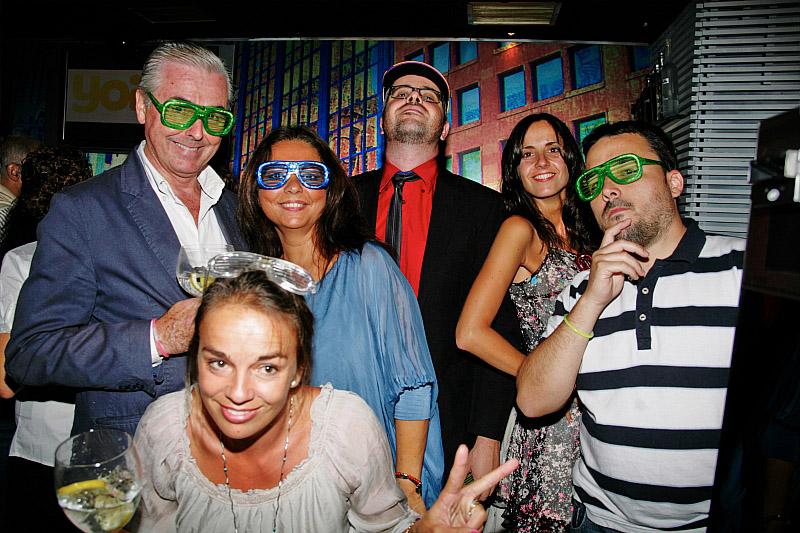 No todo es trabajo: Periodistas y comunicadores del sector de telecomunicaciones disfrutando de la fiesta