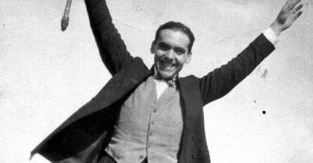 Dibujo de Federico García Lorca. Federico García Lorca en una foto tomada por Buñuel en 1925.