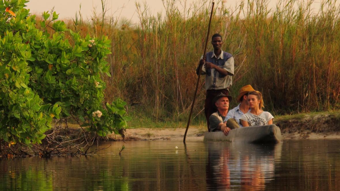 """Imagen del rodaje de """"En busca del futuro perdido"""", una coprodución de RTVE con Turkana Films, dirigido por Alfonso Par y Luis Quevedo y copresentado por el arqueólogo Eudald Carbonell"""