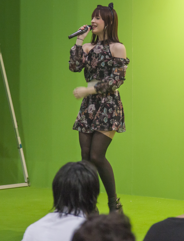 """Yami Airii triunfa en Japón con sus canciones al más puro estilo anime. Las nuevas profesiones, tales como """"idol"""" o """"cosplayer"""" son un efecto colateral de la influencia de la cultura japonesa en occidente."""