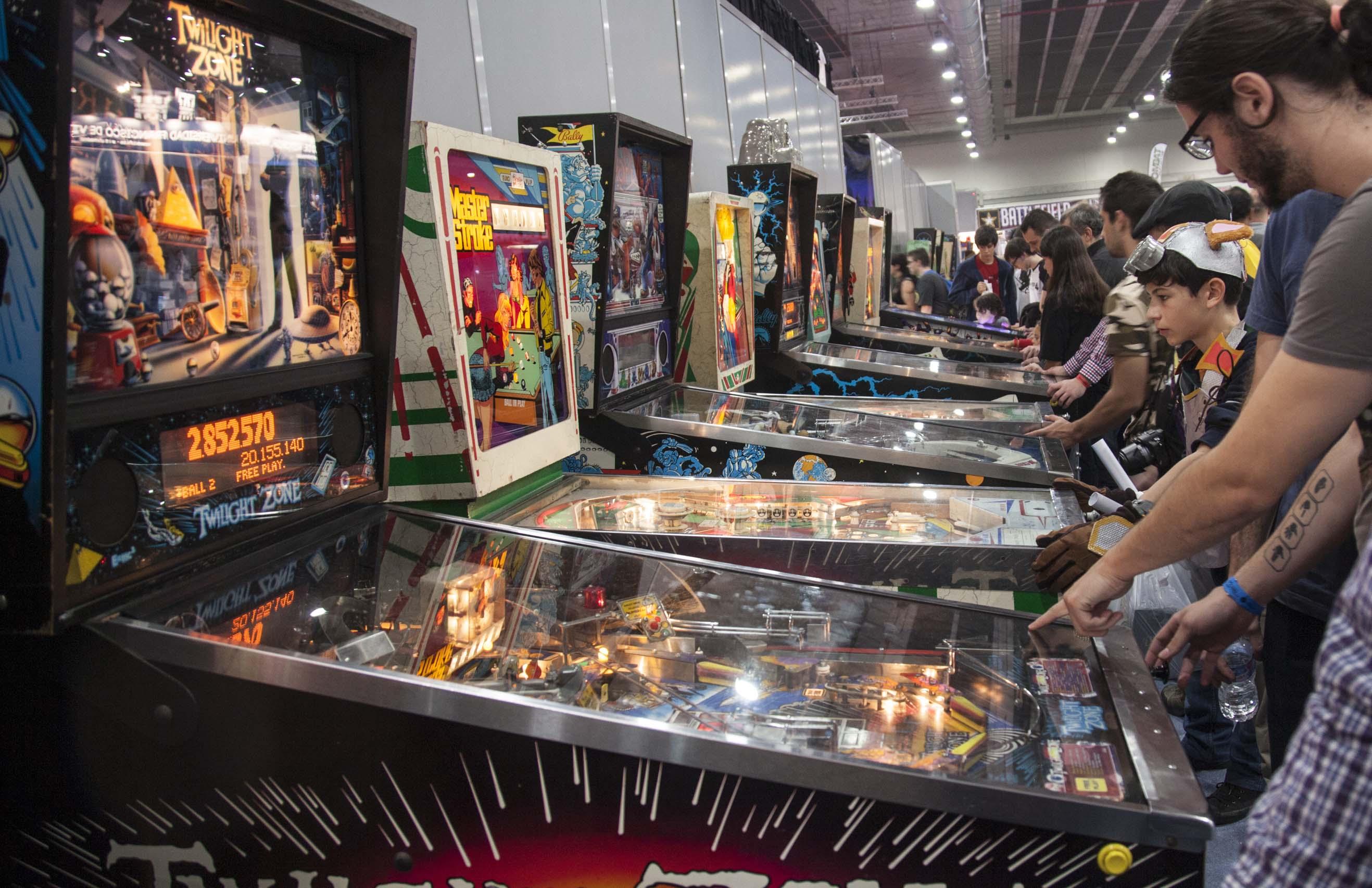 Los pinball son todo un fenómeno. La colección de máquinas en MGE es extraordinaria, con máquinas de todas las épocas, incluyendo algunas de los años 70. Para jugar con ellas había que hacer mucha cola, pero merece la pena.