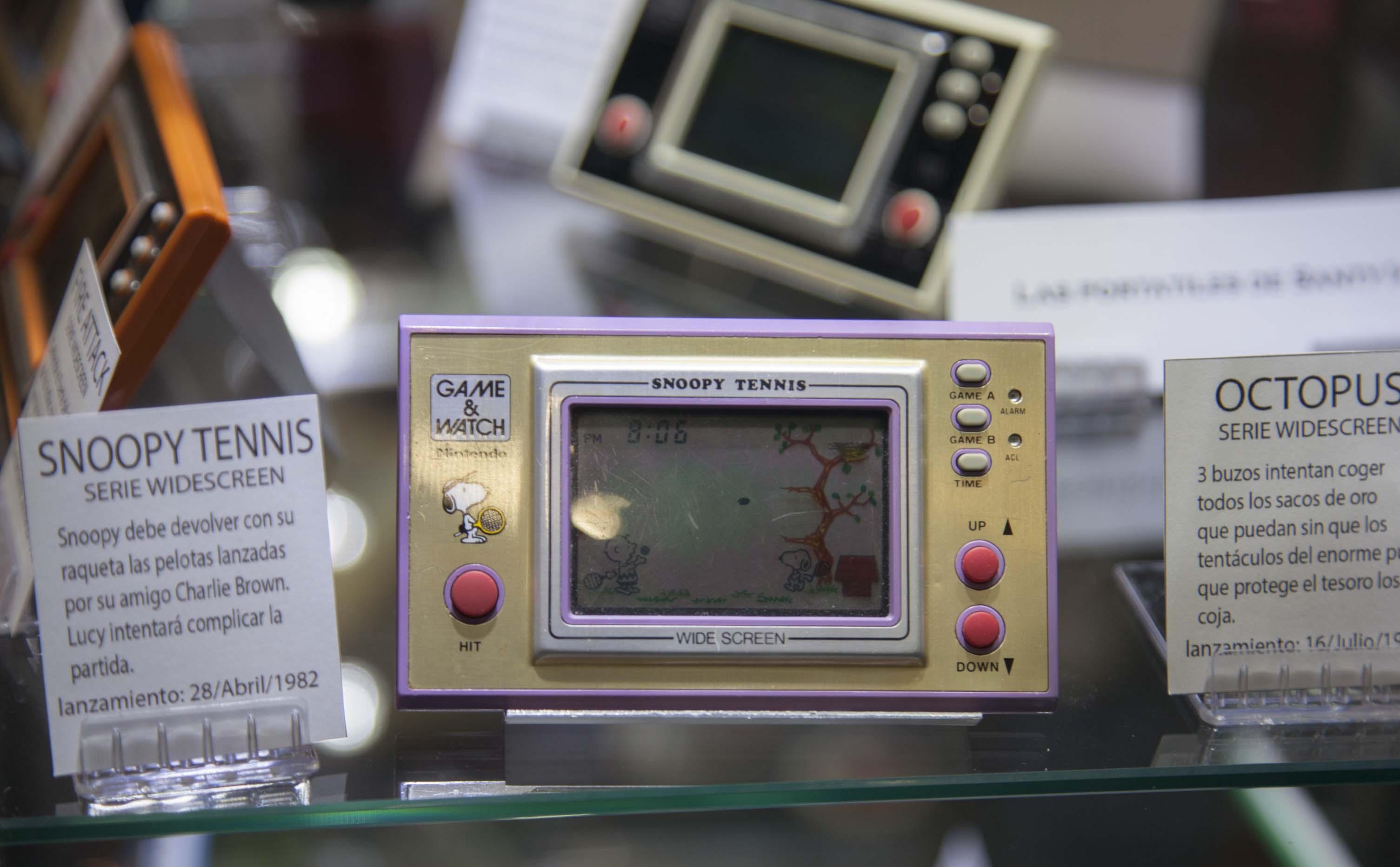 Las consolas Game and Watch estaban presentes en la feria, aunque detrás de una vitrina.