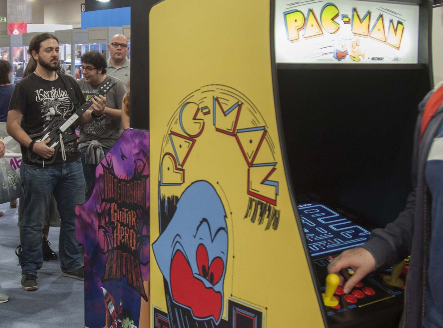 Máquinas de arcade y Guitar Hero. Una combinación peculiar pero entretenida.