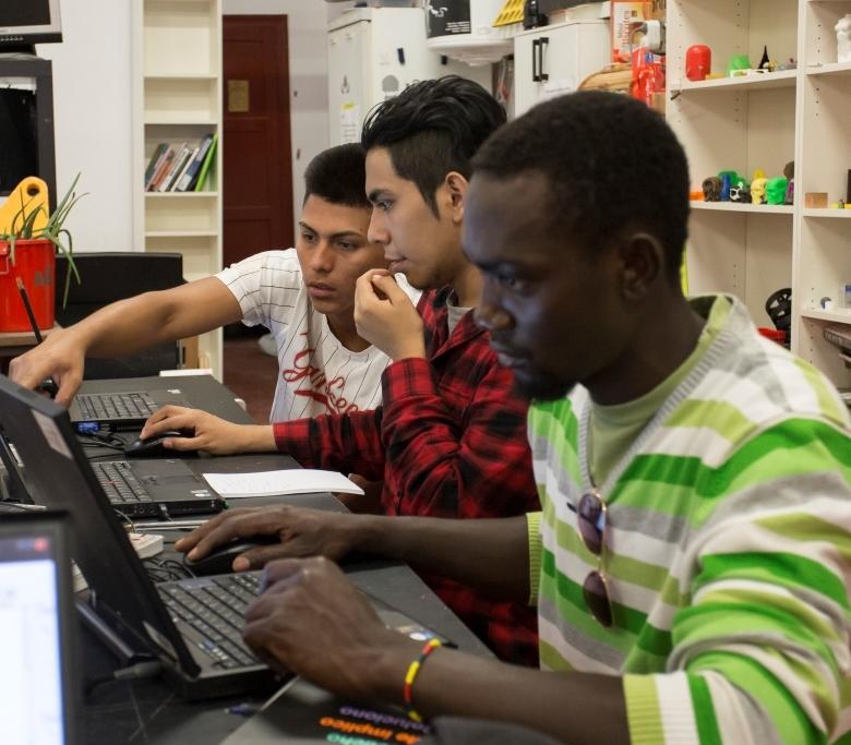 Jóvenes participantes del programa Breakers diseñan en 2D