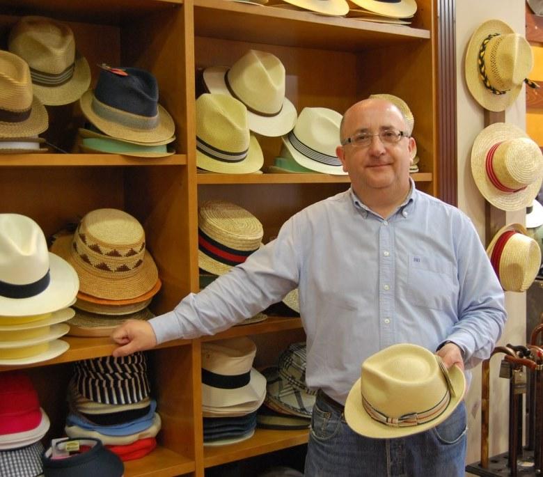 Luis Bobes, gerente de Sombrerería Albiñana