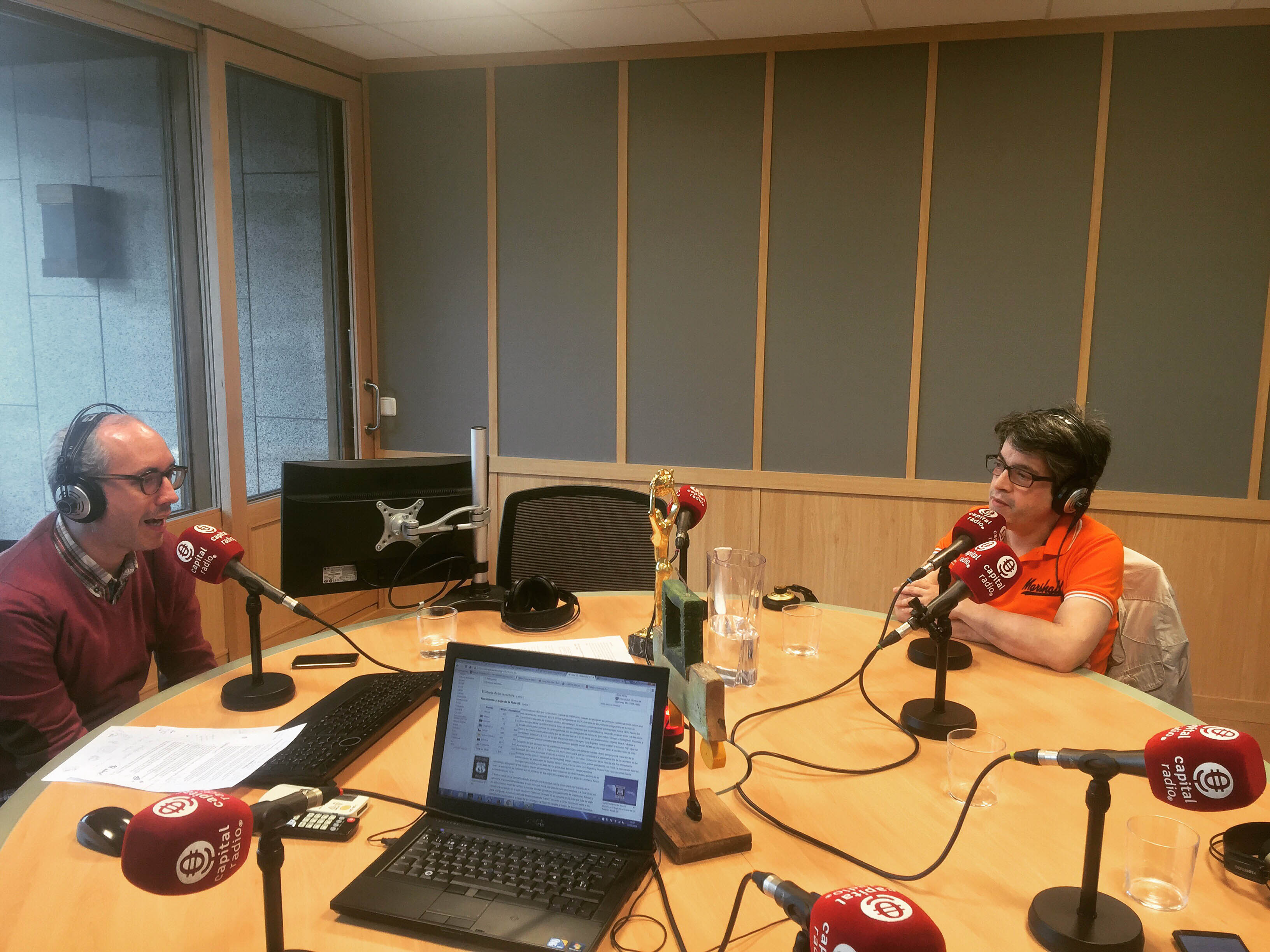 Emilio Márquez hablando sobre emprendimiento en Capital Radio