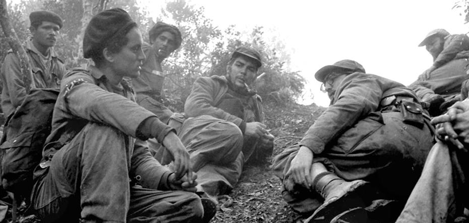 """Fidel Castro y Ernesto """"Che"""" Guevara en Sierra Maestra, fotografiados por Enrique Meneses"""