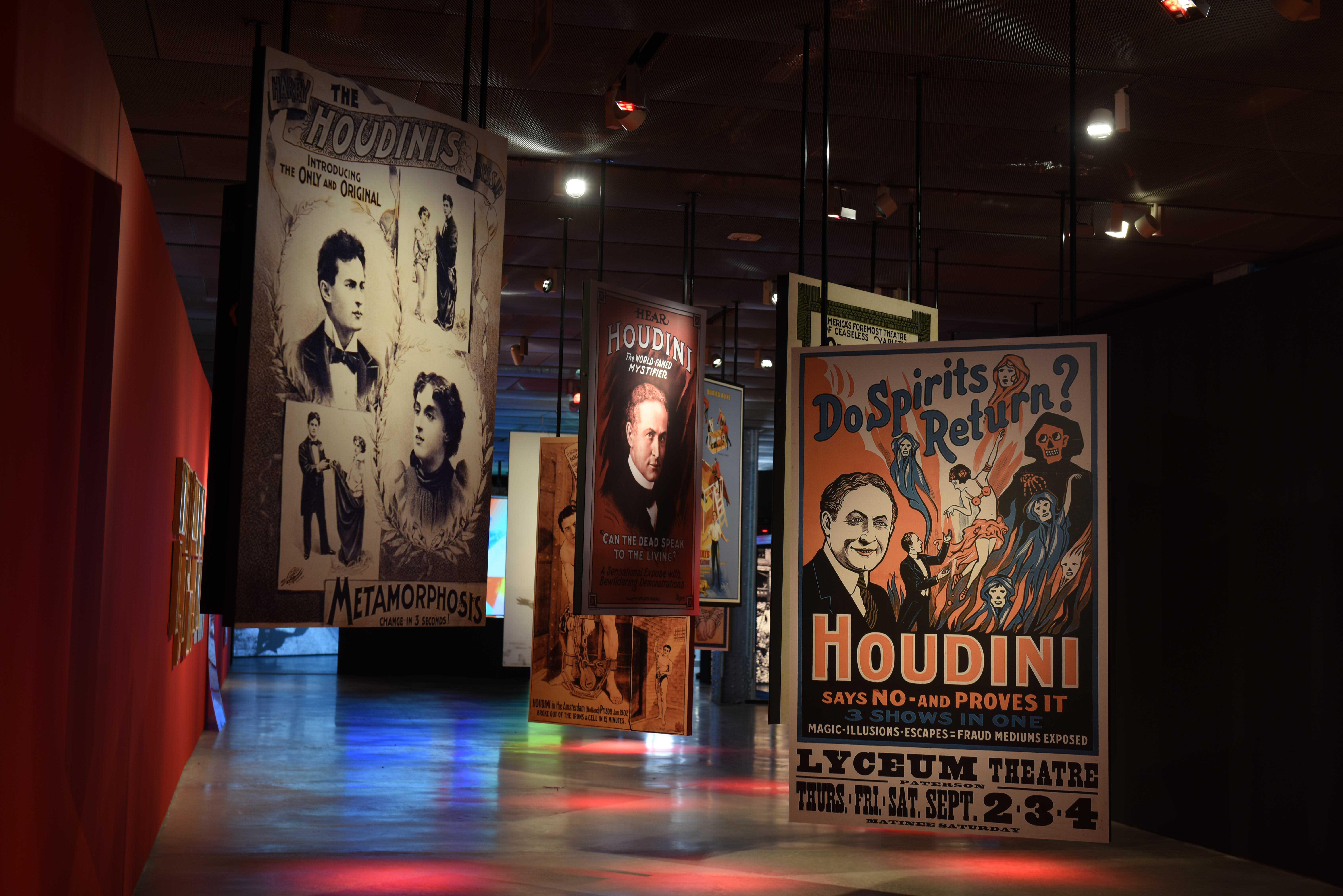 """Sala de la exposición """"Houdini. Las leyes del asombro"""""""