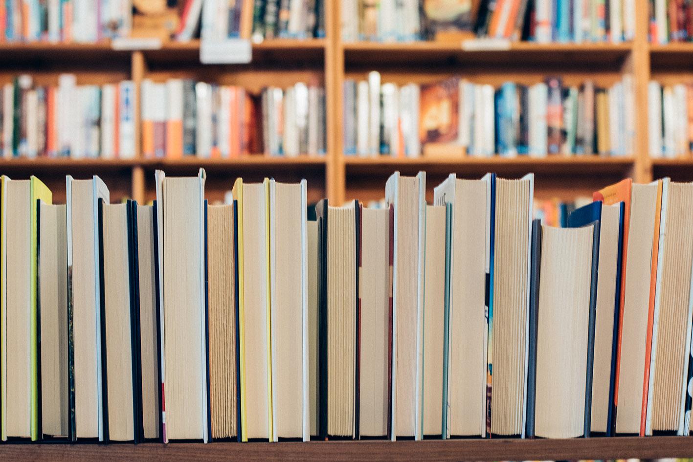 estantería de libros orden