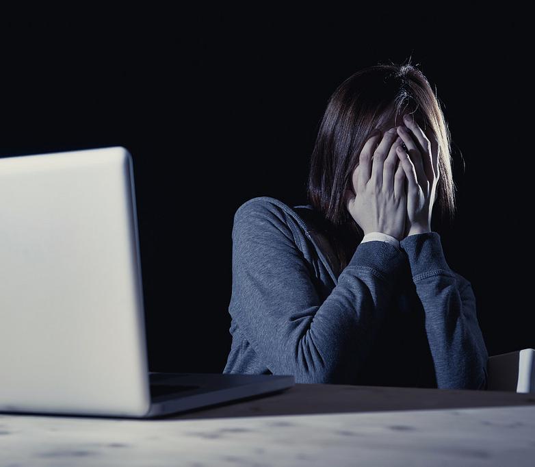 trol en redes sociales