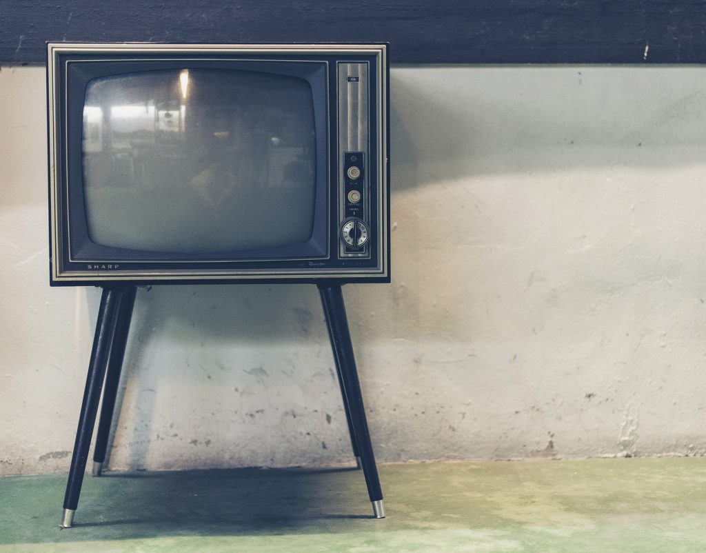television antigua en blanco y negro