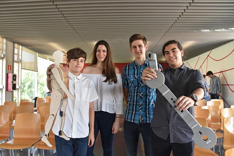 El equipo de British School Alzira que ha desarrollado el proyecto Levanta