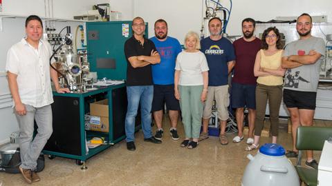 Investigadores de la UAB, con la colaboración del ICN2, han desarrollado un material nanoporoso que peInvestigadores de la UAB, con la colaboración del ICN2, han desarrollado un material nanoporoso que permite manipular y registrar información y ahorrar energía