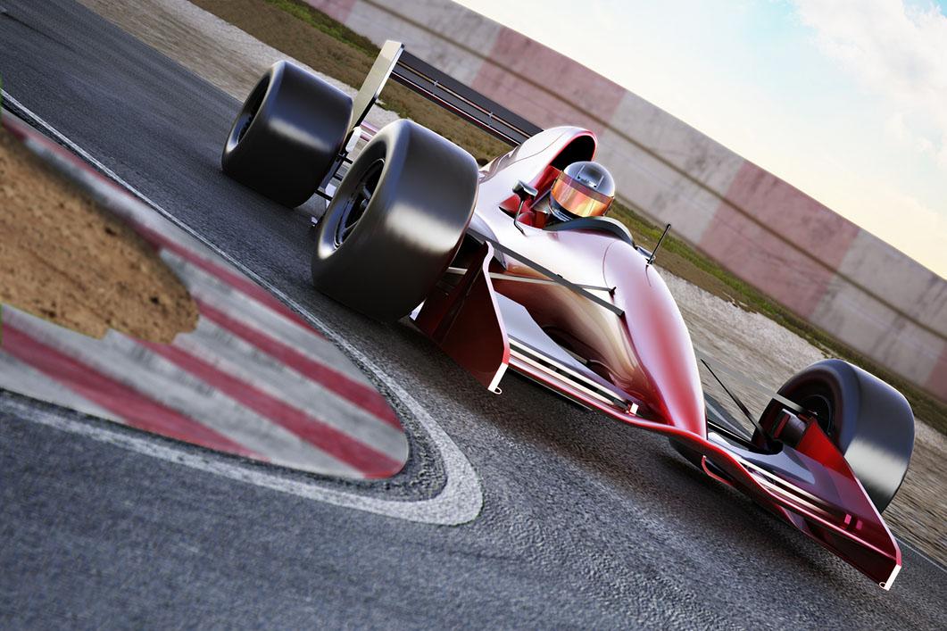 vehículo de fórmula 1 blanco y rojo tomando una curva