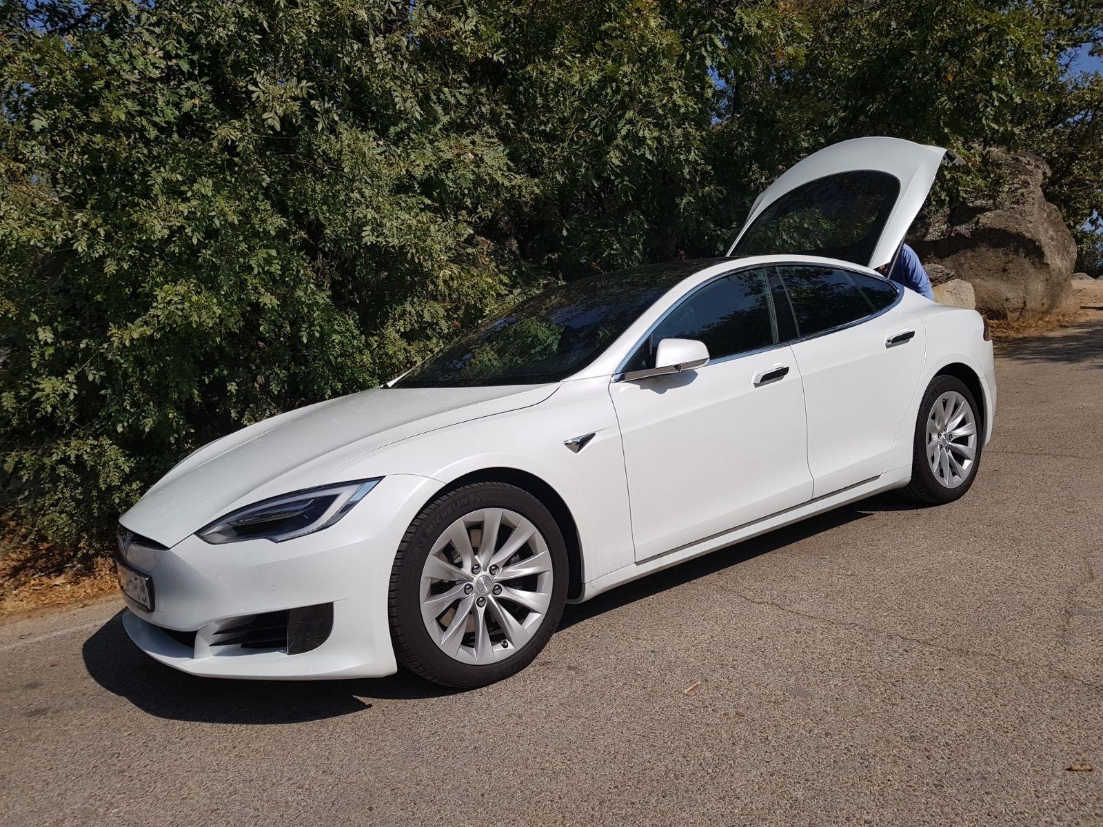 Tesla Model S en la calle