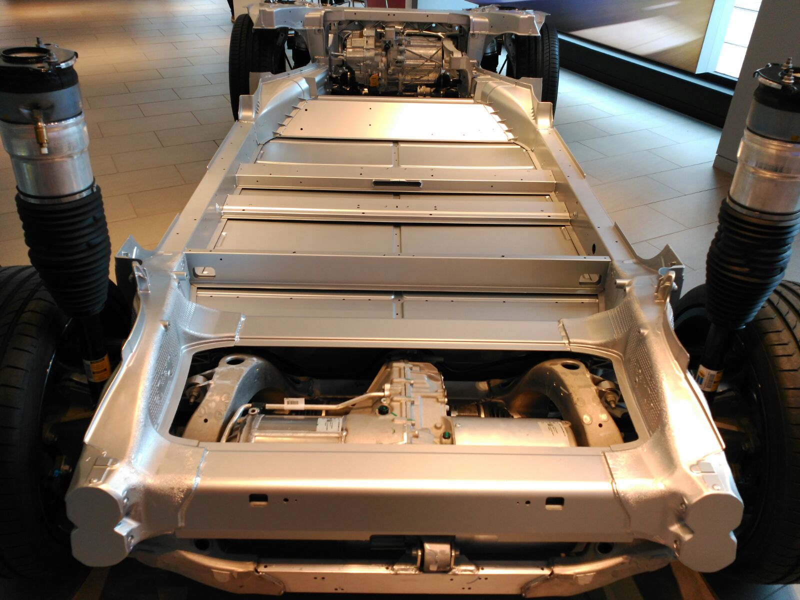 tesla motor chasis de aluminio