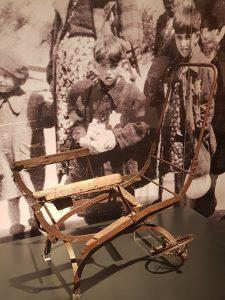 Restos de un carrito infantil conservado por el Museo de Auschwitz Birkenau.