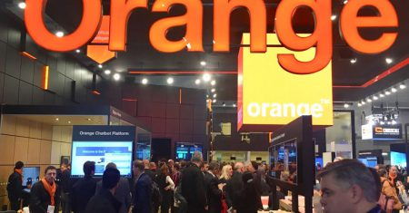 Stand Orange MWC Realidad Real