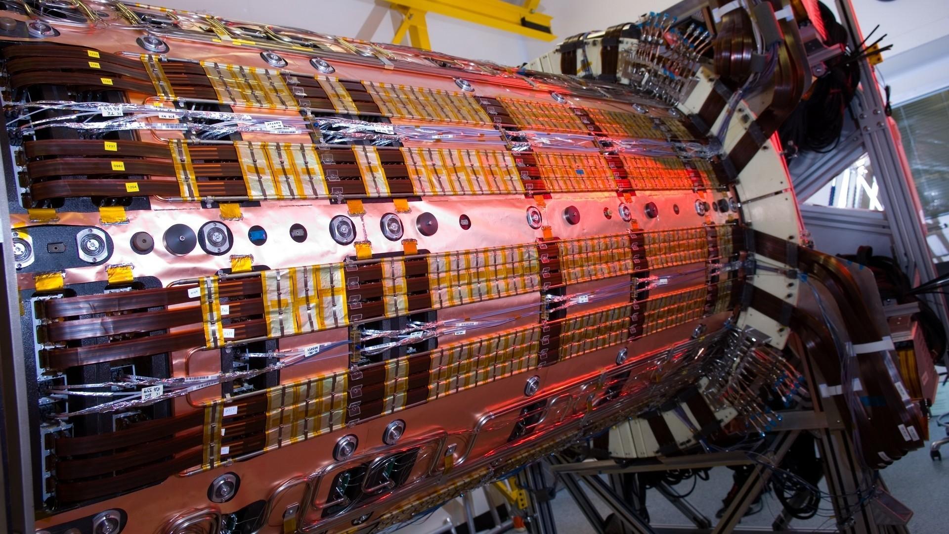 """Resultado de imagen de Utilizando grandes aceleradores de partículas hemos conseguido conocer la materia Utilizando grandes aceleradores de partículas hemos conseguido conocer la materia"""""""