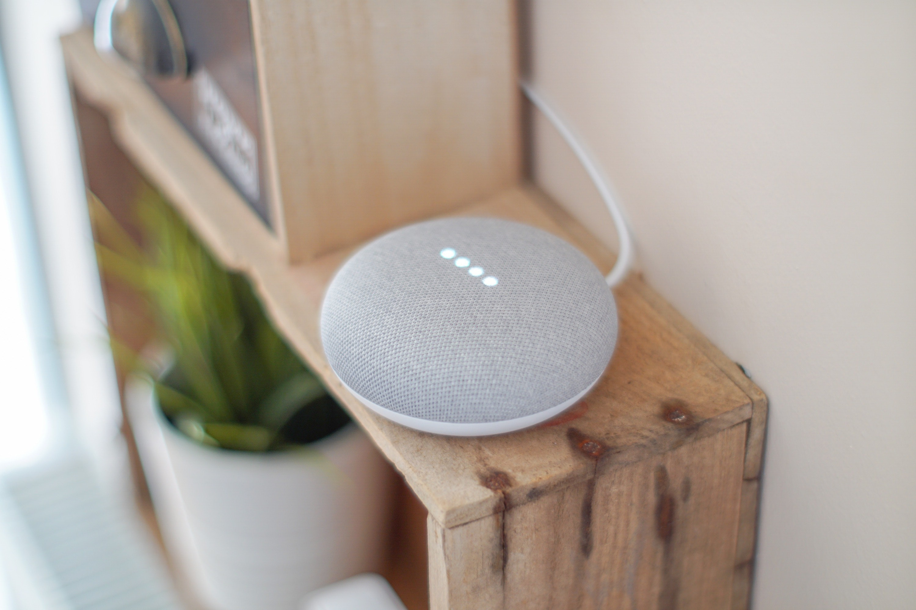 gadget-google-assistant-google-home-1072851