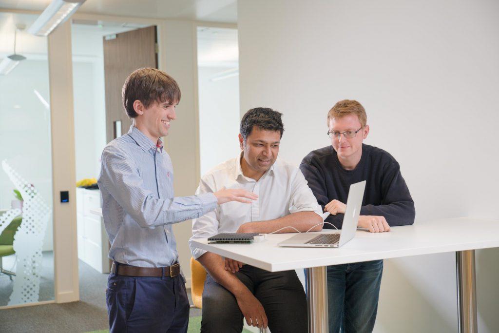 Tom Carter, de Ultrahaptics, cree que incorporar retroalimentación táctil en herramientas de realidad aumentada puede revolucionar algunos métodos de trabajo.