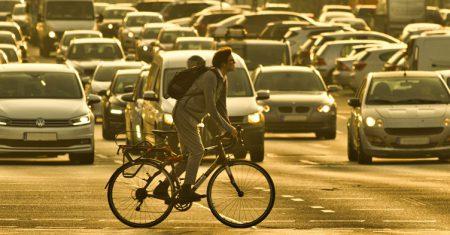 Contaminación y ciclista