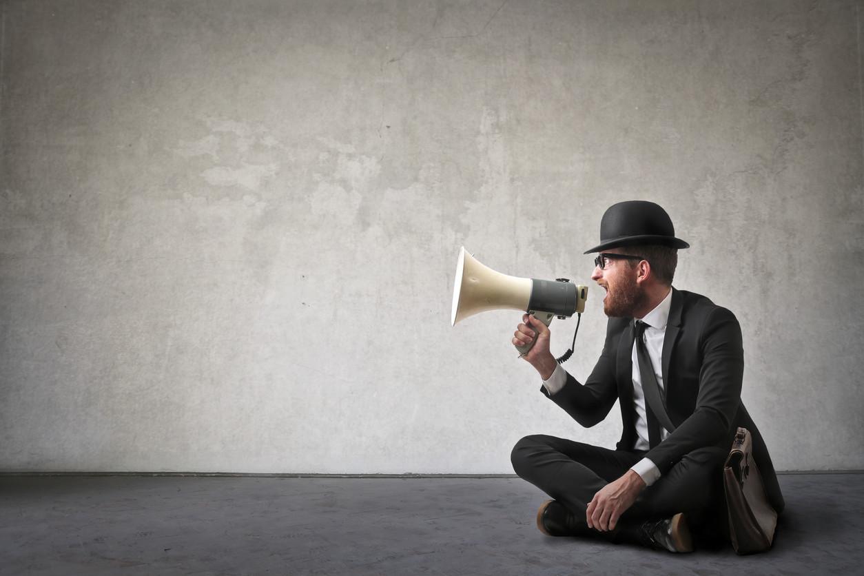 ¿Dejar mensajes de voz en Whatsapp es de maleducados?
