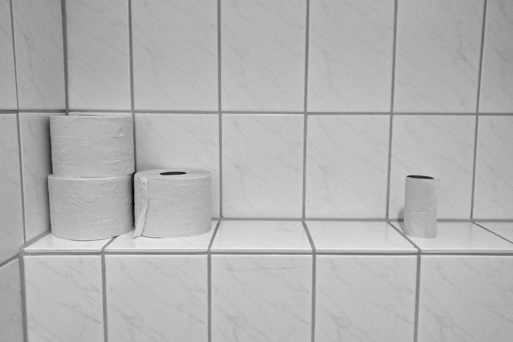 Contar con material de limpieza es fundamental también para garantizar la higiene.