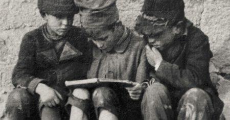 Niños leyendo. Leer