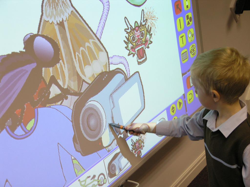 El uso de pizarras digitales no se reduce solo a las aulas