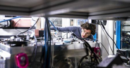 Un miembro del equipo de investigadores de la obra deRembrandt