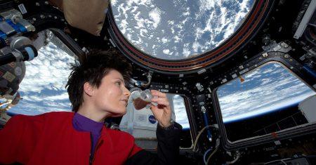 Cómo se hace la colada en el espacio