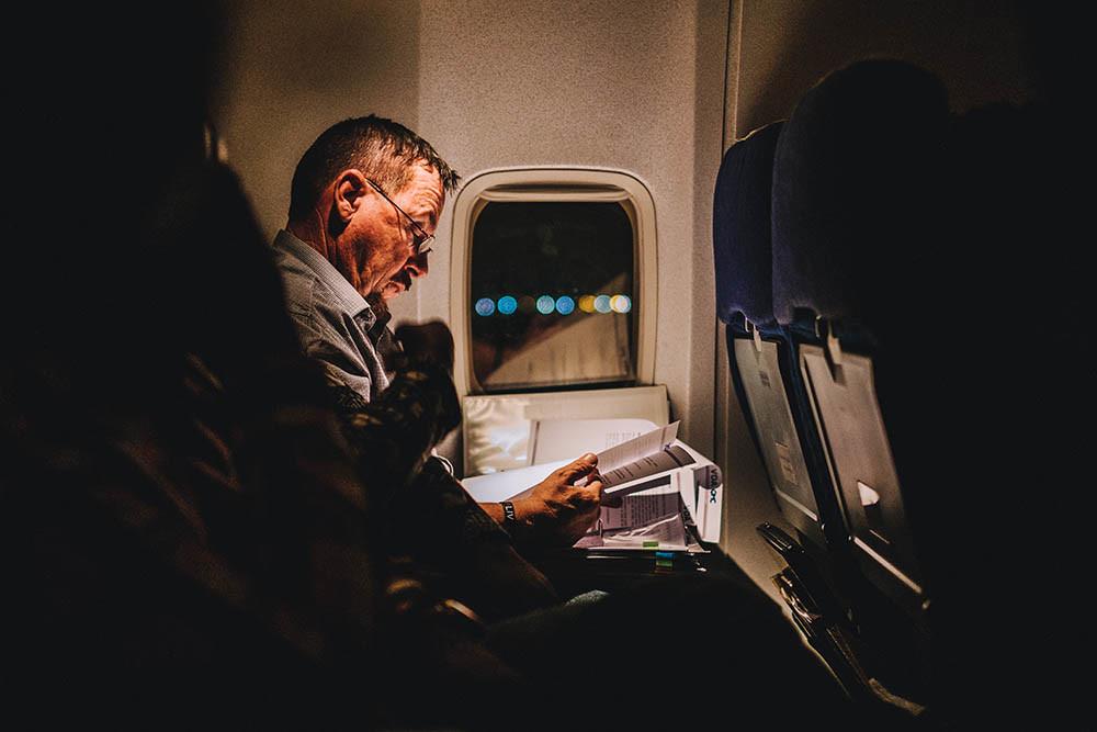 ¿Qué pasa en nuestro cuerpo cuando viajamos en avión? También perdemos ligeramente la capacidad de ver en la oscuridad