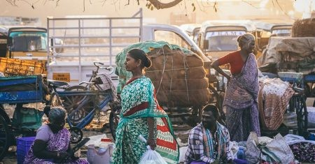 Arunachalam Muruganantham ideó una máquina de hacer compresas baratas y asequibles.